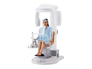 当院では、精密検査機器として歯科専用のCTスキャナーfinecubeを使用しています。従来の診断機器とは異なる撮影法で、口腔内の3D画像が撮影できます。歯の中や骨の中まで立体的に見えるので、正確な治療計画を立てることができます。